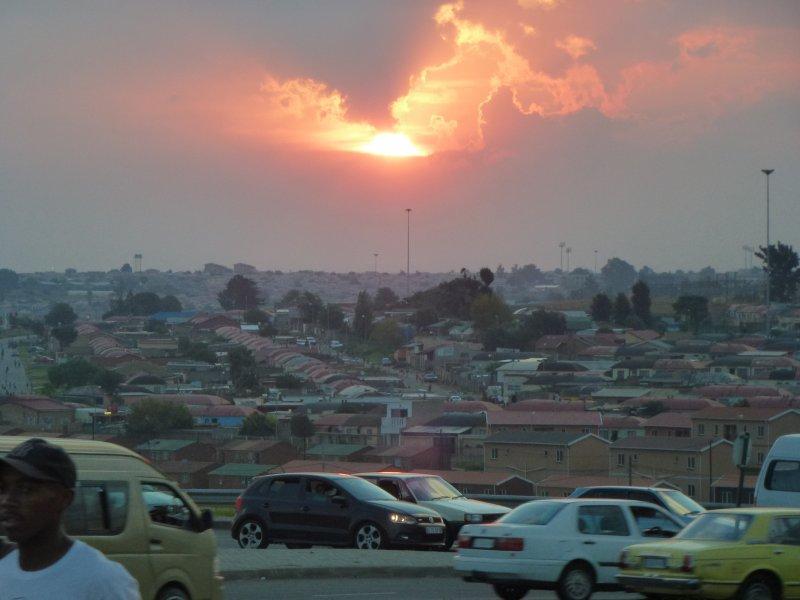De avond valt over Soweto