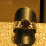Ring met gekleurde diamant