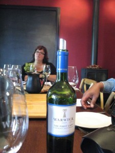 Een mooie fles wijn uit Stellenbosch van warwick